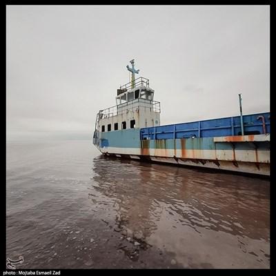 کشتی آرتمیا در دریاچه ارومیه