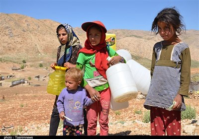 """روایت تسنیم از روستایی بدون امکانات اولیه/ کودکان روستای «چربیون» این روزها """"کولبرِ آب"""" شدهاند"""