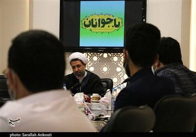 دیدار صمیمی نماینده ولیفقیه در استان کرمان با دانشجویان با رعایت پروتکلهای بهداشتی به روایت تصویر