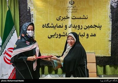اهدای احکام مسئولین پنجمین رویداد و نمایشگاه مد و لباس عاشورایی
