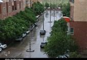 بارش باران تابستانی در ایلام/ آبگرفتگی معابر در پی شدت بارشها