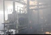 تلاش بیوقفه آتشنشانان برای جلوگیری از سرایت آتش به چند واحد صنعتی اشتهارد + فیلم