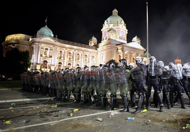 Serbia Rocked by Clashes over COVID-19 Lockdown for 2nd Night (+Video)