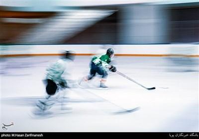 مسابقات هاکی روی یخ بانوان