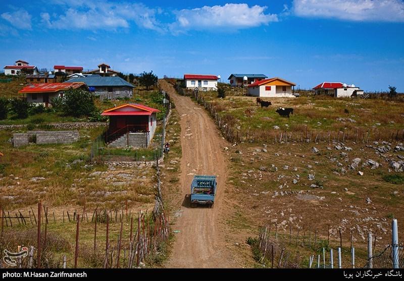 مسیر روستا کاملا کوهستانی وگاها در مسیر شیب بسیار زیاد می شود. و اکثر مردم برا تردد از ماشین هایی با قدرت بیشتری استفاده می کنند