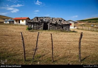 بعضی از خانه ها بافت سنتی و قدیمی خود را حفظ کرده اند.