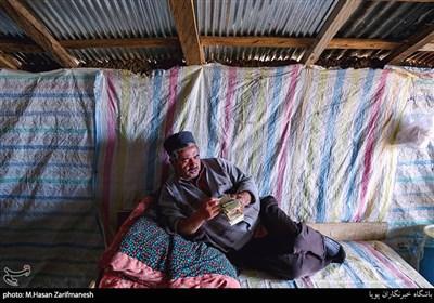 امرار معاش مردم روستا به طبخ کباب برای پذیرایی از مهمانان انجام می شود