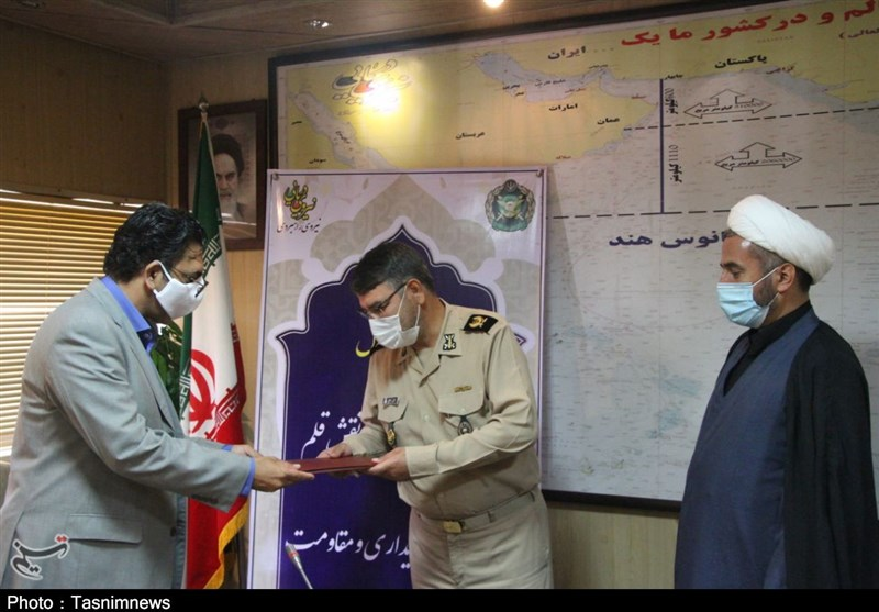 نیروی دریایی ارتش از اهالی قلم، فرهنگ و هنر استان هرمزگان تجلیل کرد + تصویر