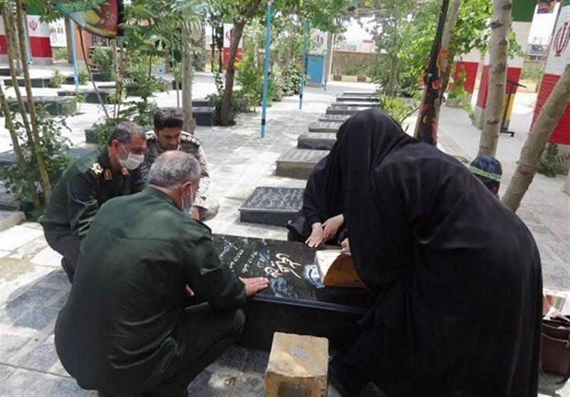 فرمانده سپاه استان کردستان به مقام شامخ شهدای انقلاب اسلامی ادای احترام کرد
