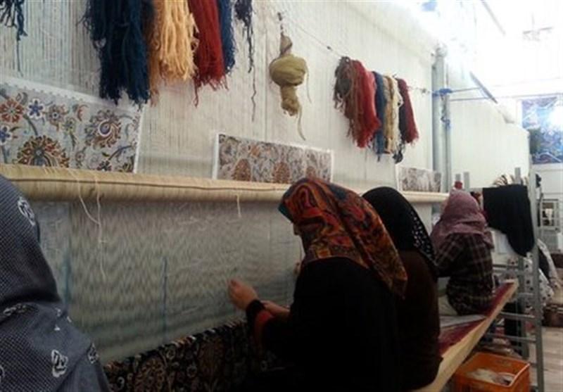 خبر رئیس مرکز ملی فرش ایران برای قالیبافان / تا دو ماه آینده اکثر بافندگان فرش بیمه میشوند
