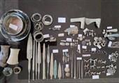 کشف اشیاء تاریخی با قدمت هزاره اول و دوم قبل از میلاد از یک خودرو
