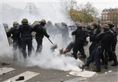 Anti-Govt Protesters Clash with Police in Paris on Bastille Day (+Video)
