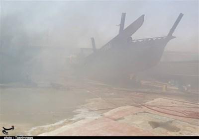مهار آتش در کارخانه لنجسازی بوشهر پس از 5 ساعت / علت حریق مشخص نیست + فیلم