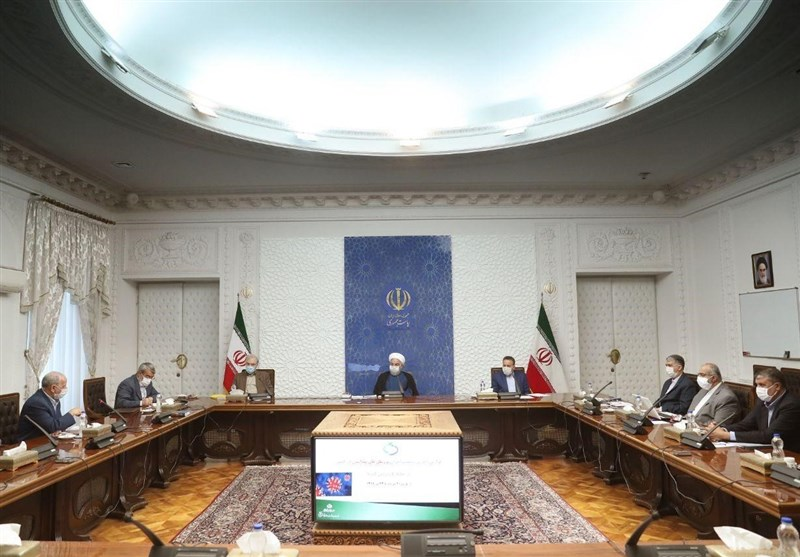 دستور روحانی به دستگاهها برای گسترش ارائه خدمات از طریق دولت الکترونیک/ رئیسجمهور: اجبار مردم به مراجعه حضوری تخلف است