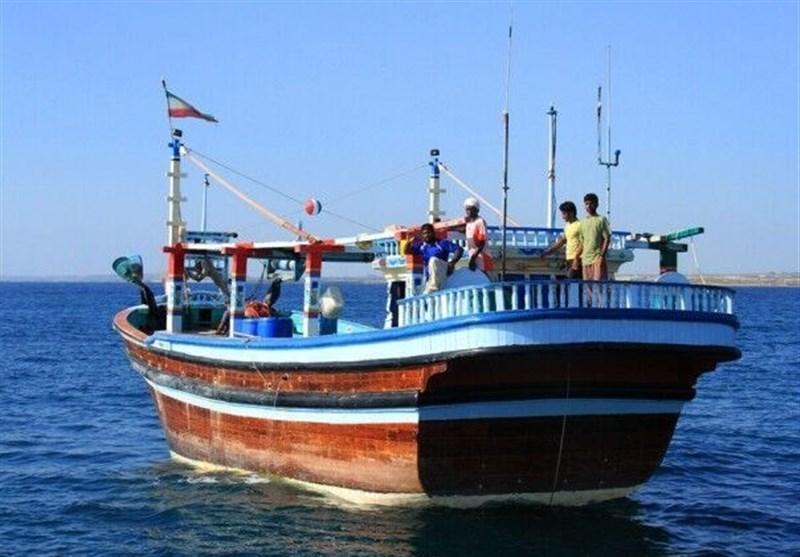 شناور تجاری در اسکله بهمن جزیره قشم دچار حریق شد
