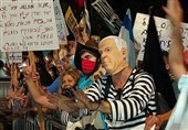 رژیم اسرائیل|تظاهرات مجدد در برابر منزل نتانیاهو و درخواست برای کنارهگیری وی از قدرت