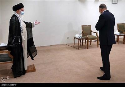 لحظة استقبال الإمام الخامنئی لرئیس الوزراء العراقی