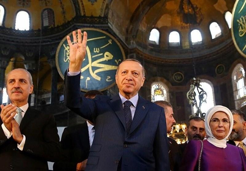 ورود اردوغان به مسجد ایاصوفیه و تلاوت قرآن/ ازدحام جمعیت و بسته شدن درها+ عکس