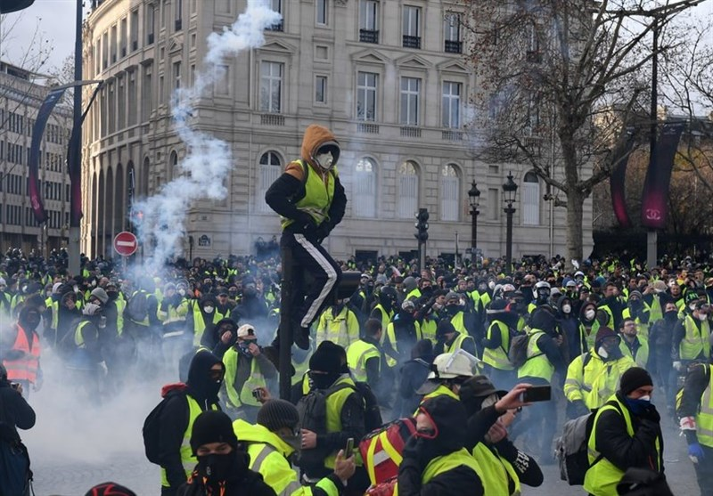 Yellow Vest Protesters Hold Anti-Govt Rallies in French Capital