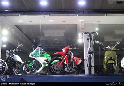 روشنایی های بی مصرف در ساعات پایانی شب در تهران
