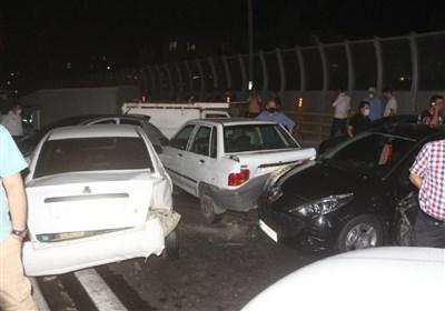 تصادف زنجیرهای در بزرگراه امام علی به خاطر ضایعات مرغ + تصاویر