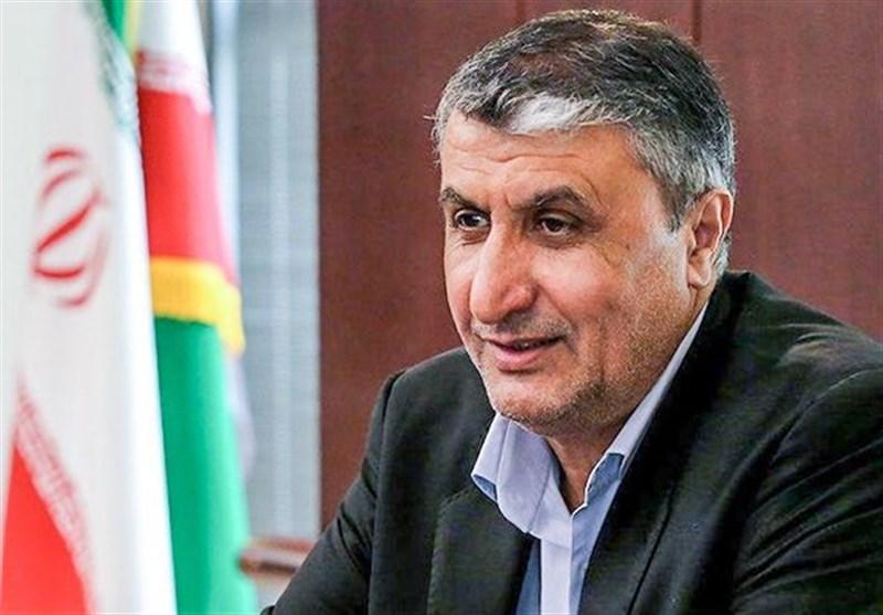 انتقاد وزیر راه و شهرسازی از عملکرد بانکها در پرداخت وام ودیعه/دستور روحانی برای عرضه فولاد و قیر خارج از بورس