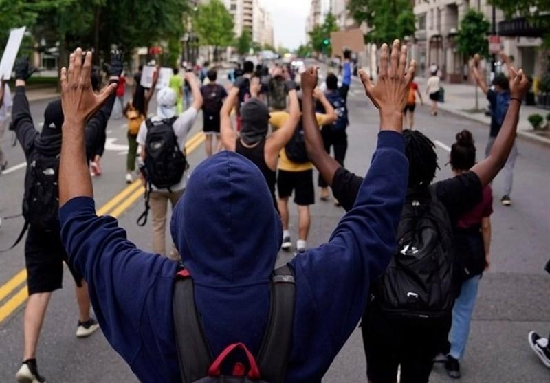 مادر یکی از قربانیان خشونت پلیس آمریکا هدایت تظاهرات در نیوجرسی را برعهده گرفت