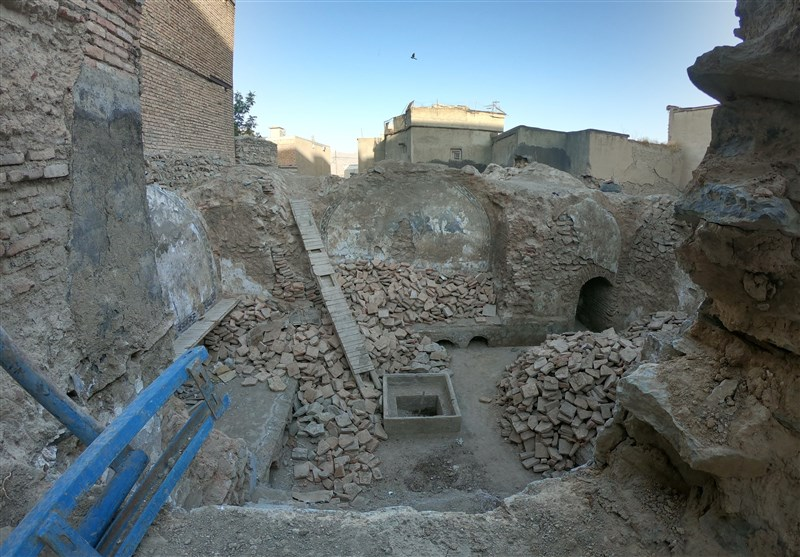 """گزارش ویدئویی بیمهری به شاهکار تاریخی دوران زندیه / """"حمام پاشاخان"""" زیر خاک مدفون شده است"""