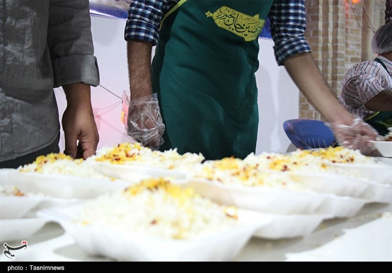 100 هزارپرس غذای گرم در طرح اطعام سفره علوی در کرمانشاه توزیع میشود