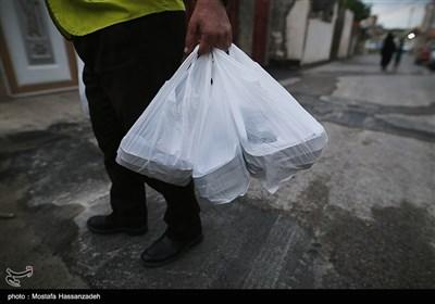 کمک های مومنانه جبهه فعالان فرهنگی در بابلسر / توزیع غذای گرم بین نیازمندان + فیلم