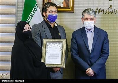 تجلیل از خانواده شهید خبرنگار محمود صارمی