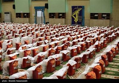 توزیع 2000 بسته حمایتی در گام دوم رزمایش کمک مومنانه در کاشان/ مردم پای کار آمدند+ فیلم