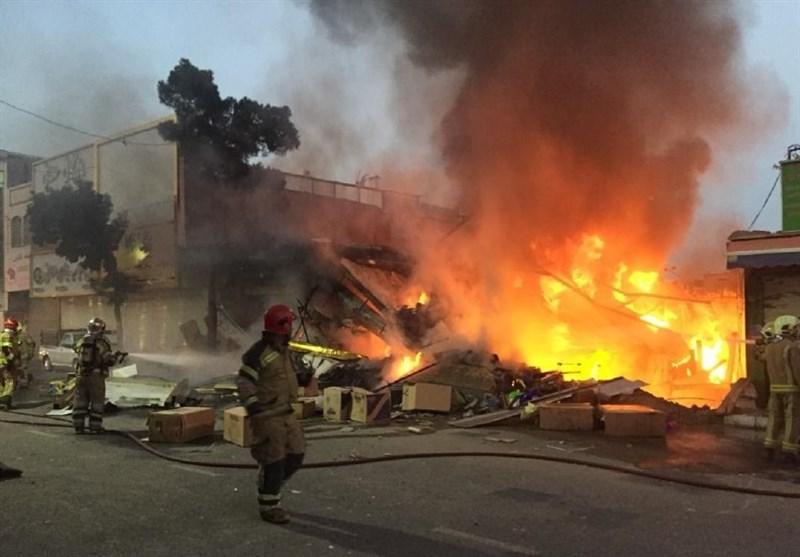 آوار شدن یک ساختمان 2 طبقه در جنوب تهران/ نجات جان ساکنان لحظاتی پیش از تخریب + تصاویر