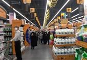 کرونا پر شتاب در استان فارس میتازد؛ افتتاح یک فروشگاه خصوصی با ازدحام جمعیت