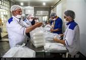 خدمتی از جنس کریمانههای کریم اهل بیت؛ توزیع غذای گرم میان نیازمندان شیراز در سالروز ولادت امام حسن (ع)