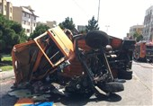 تصادف شدید و واژگونی 2 دستگاه خاور در خیابان شهید باقری + تصاویر