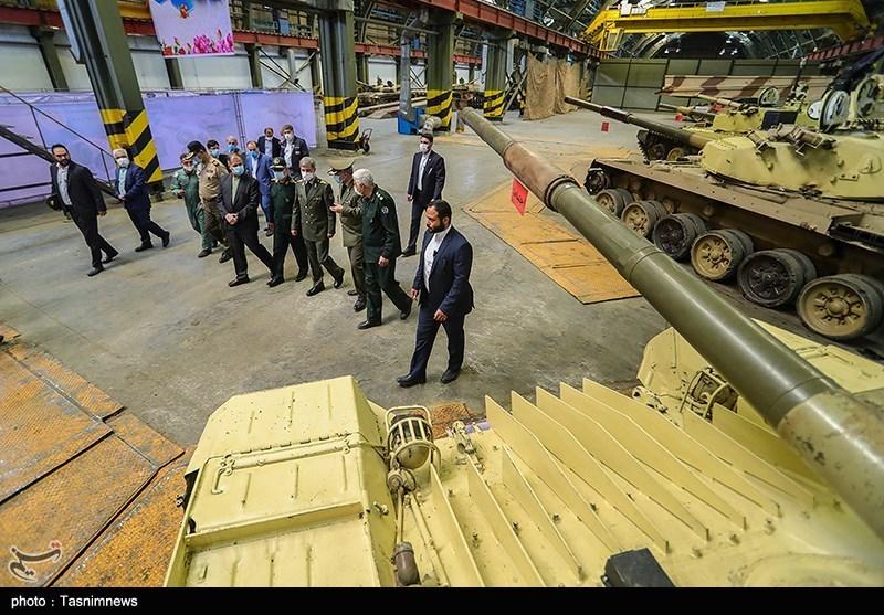 خط بهینهسازی تانکهای نیروهای مسلح با حضور امیر حاتمی وزیر دفاع