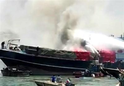 بوشهر|آتش سوزی در لنج تجاری حامل 500 تن بار در بندر گناوه/ عملیات اطفاءهمچنان ادامه دارد