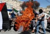 فلسطین میں متحدہ عرب امارات اور امریکی صدر کے خلاف زبردست مظاہرے، اماراتی پرچم نذرآتش