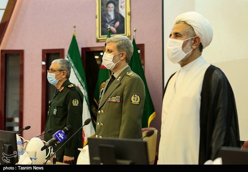بازدید اعضای کمیسیون امنیت ملی و سیاست خارجی مجلس از نمایشگاه دستاوردهای دفاعی