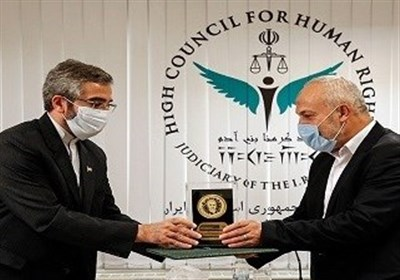 """تحویل نشان """"سردار سلیمانی"""" به نماینده جهاد اسلامی"""