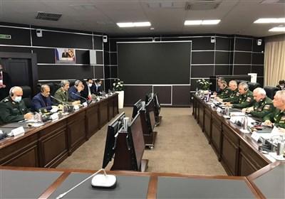 تأکید وزرای دفاع ایران و روسیه بر تقویت همکاری های دوجانبه