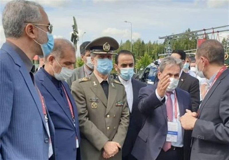 Iran's Defense Minister Briefed on S-400 Features in Russia Visit