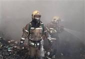 آتشسوزی گسترده در سوله بزرگ نگهداری تنقلات + فیلم و تصاویر