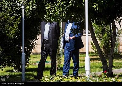 عبدالناصر همتی رئیس کل بانک مرکزی و اسحاق جهانگیری معاون اول رئیس جمهور در حاشیه جلسه هیئت دولت