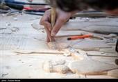 اتفاقی در هنر چوب ایران/ هنرمندان کرمانشاهی کتیبه بیستون را با تمام جزئیات منبتکاری کردند+ فیلم