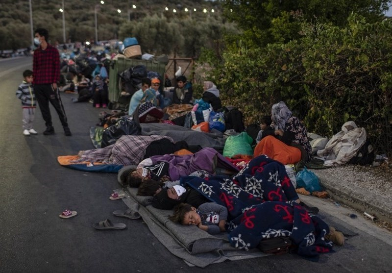 Hungry Refugees Sleep Rough on Greek Island of Lesbos after Moria Fire