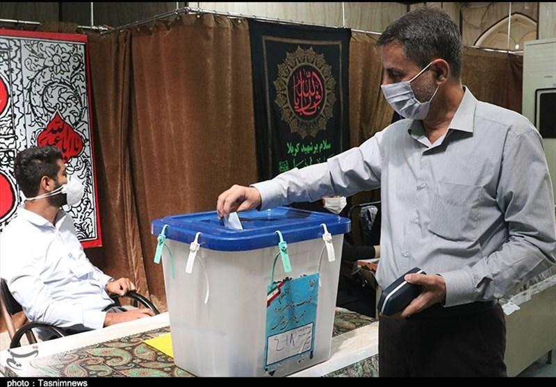 نامزد اصولگرای شورای شهر اصفهان: دولتها کار را برای شهرداری سخت کردهاند / شهردار سیاسی پاسخگو نیست