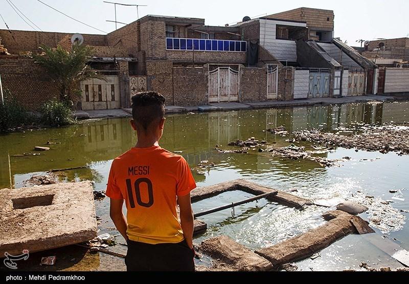 تجمع آب فاضلاب و دفع نشدن آب در خیابانهای آبادان/شهرداری پاسخگو نیست