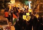 تظاهرات مردم بحرین علیه حاکمان خائن خود همزمان با امضای توافق ننگین سازش